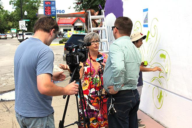 Tony Passero CrossCuts Mural on Addison Avenue Chicago Day 2 Sergiusz Zgrzebski interviewing Anna Zolkowski