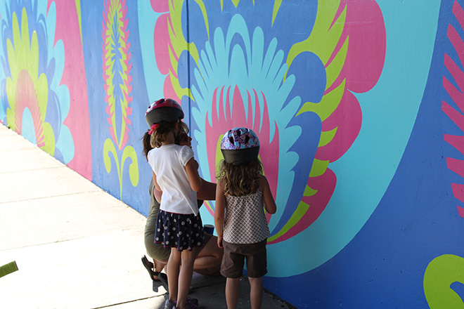 Tony Passero CrossCuts Mural on Addison Avenue Chicago Day 6 Shannon Letting Some Young Children Help Her Fill in Color