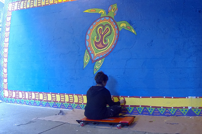 Tony Passero Coloribbean Mural in Rogers Park Chicago Day 7 Shannon Doing Border Work