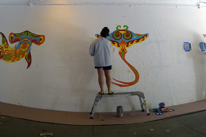 Tony Passero Coloribbean Mural in Rogers Park Chicago Day 2 Shannon doing cleanup on the stingray