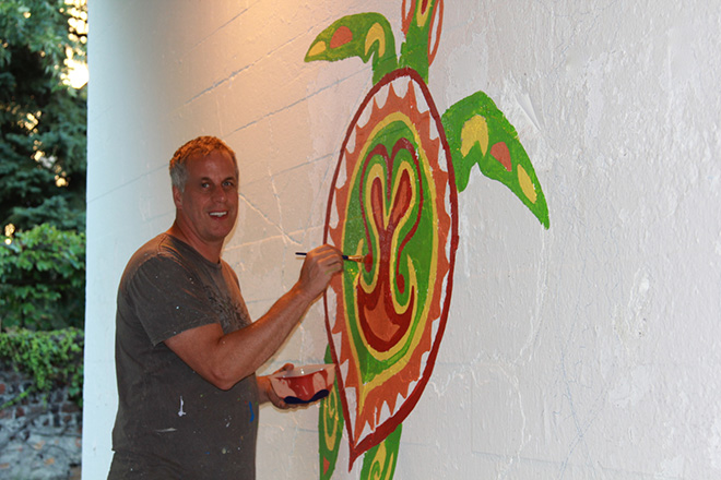 Tony Passero Coloribbean Mural in Rogers Park Chicago Day 2 Artist Tony Passero Color blocking the turtle