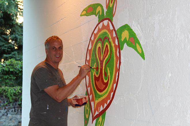 Tony Passero Coloribbean Mural in Rogers Park Chicago Day 2 Artist Tony Passero Color blocking the turtle
